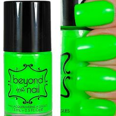 Want some ideas for wedding nail polish designs? This article is a collection of our favorite nail polish designs for your special day. Wedding Nail Polish, Neon Nail Polish, Nail Polish Designs, Nail Polish Colors, Nail Designs, Neon Green Nails, Neon Nails, My Nails, American Nails
