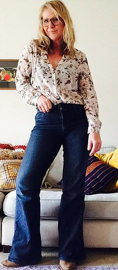 The rain has stopped so I can wear my super long flared jeans from Anthopologie.The sun is out so here comes my Zara floral blouse.I can't wait for warmer weat