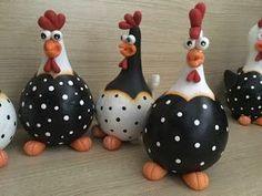 Billedresultat for beton i nylonstrømpe Decorative Gourds, Hand Painted Gourds, Chicken Crafts, Chicken Art, Bottle Art, Bottle Crafts, Ceramic Rooster, Gourds Birdhouse, Concrete Crafts