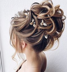 Image in ♥ long hair collection by Khaleesi on We Heart It Easy Bun Hairstyles For Long Hair, Up Hairstyles, Pretty Hairstyles, Hairdo Wedding, Bridal Hair Updo, Wedding Hair And Makeup, Mother Of The Bride Hair, Hair Up Styles, Wedding Hair Inspiration