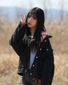 (Eunha)- Yong-hae's secret wife South Korean Girls, Korean Girl Groups, Girl Group Pictures, K Pop, Yuri, Jung Eun Bi, G Friend, Star Girl, Girl Bands