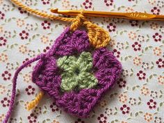 Detailed photo tutorial on how to crochet a granny square for absolute beginners. Crochet Squares, Crochet Granny, Easy Crochet, Crochet Stitches, Crochet Patterns, Granny Squares, Elephant Baby Blanket, Photo Tutorial, Baby Quilts