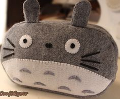 Hi guys, let'smake a Totoro pencil case with a zipper!!!! I will have the pattern available on my facebook page. Enjoy!!!     :D   https://www.faceboo...