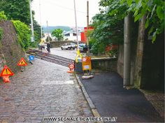 Segnaletica Stradale Triestina - Trieste - segnaletica stradale verticale provvisoria - segnaletica stradale di cantiere