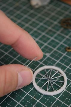 Wire Art, Small World, Diy Projects To Try, Rings For Men, Silver Rings, Miniatures, Wall Decor, Crafty, Creative