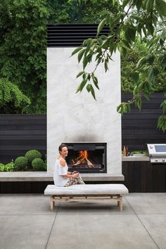 Most current Cost-Free modern Outdoor Fireplace Concepts It doesn't matter how very much you actually design the home inside; it's your exterior design and style which. Modern Outdoor Fireplace, Outdoor Fireplace Designs, Backyard Fireplace, Backyard Patio, Backyard Landscaping, Gas Fireplace, Contemporary Outdoor Fireplaces, Contemporary Patio, Fireplace Inserts