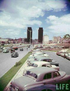 Av. Bolivar 1954, notese al final la construccion de las torres de el silencio