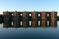 Waterside Apartments. Les Arcades du Lac et Viaduc in St Quentin-en-Yvelines, France by Ricardo Bofill in 1982