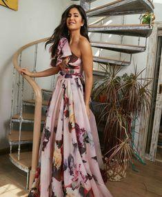Did Katrina just copy Deepika? It's not the first time Katrina Kaif has taken style lessons from Deepika Padukone. Sari Design, Francisco Lachowski, Floral Gown, Bollywood Stars, Indian Designer Wear, Indian Outfits, Indian Beauty, Bollywood Actress, Bellisima