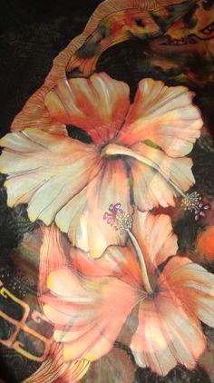 étole hibiscus tatoo noire et rouge VENDUE : Echarpe, foulard, cravate par iletaitunesoie droits réservés création unique copie interdite