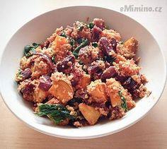 Recept, podle kterého se vám Quinoa salát s pečenou zeleninou zaručeně povede, najdete na eMimino.cz. Podívejte se na fotografie a hodnocení ostatních kuchařů.