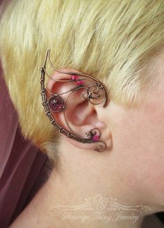 Pair of ear cuffs The Queen Dark by StrangeThingJewelry on Etsy
