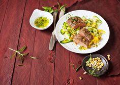 Rezepttipp von Marten Freund: Gebratener Lammlachs mit Salat aus roher Zucchini
