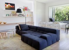Residential design finalists in the 2014 Australian Interior Design Awards. Australian Interior Design, Interior Design Awards, Australian Homes, Contemporary Interior, Salons Cosy, Appartement Design, Living Room Decor Cozy, Space Furniture, Snuggles
