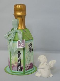 Petit emballage bouteille avec Insta'Pochette Wine Bottle Tags, Exploding Box Card, Punch Board, Stamping Up, Perfume Bottles, Card Making, Paper Crafts, Gift Wrapping, Gifts