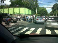 Motociclista golpeado sobre 75 Ave. Nte. PNC en el lugar. Vía @EJSalmeron