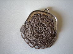 Marvelous Crochet A Shell Stitch Purse Bag Ideas. Wonderful Crochet A Shell Stitch Purse Bag Ideas. Crochet Coin Purse, Crochet Purse Patterns, Crochet Purses, Crochet Bags, Cardigan Bebe, Crochet Shell Stitch, Small Coin Purse, Crochet Tunic, Crochet Handbags