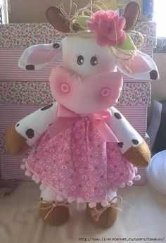 Ambrosial Make a Stuffed Animal Ideas. Fantasting Make a Stuffed Animal Ideas. Diy Crafts For Gifts, Crafts To Make And Sell, Felt Crafts, Arts And Crafts, Sewing Toys, Sewing Crafts, Sewing Projects, Cow Pattern, Stuffed Animal Patterns