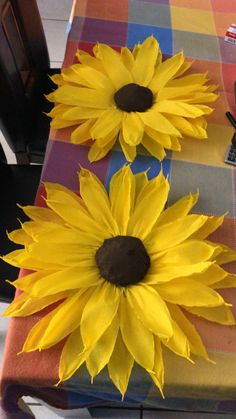 Bee Party, Sunflowers, Bees, Homecoming, Diy, Painting, How To Make Flowers Out Of Paper, Party Things, Cushions