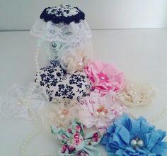 Flores de tecido e renda, coração de tecido para a caixa de costura. 🌸🌺❤❄.