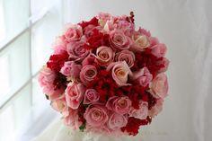 ブーケ ラウンド アンダルシアとピンク チョーカー : 一会 ウエディングの花