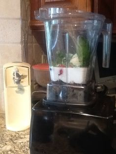 Dr. Oz Detox Shake that has Protein, Fruit and Spinach