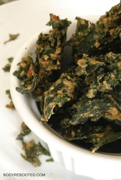 I could eat an entire pound of these garlic and cheese kale chips! #recipe #snack #glutenfree