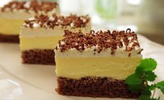 Kinder mliečny rez - rýchly a výborný koláčik bez múky! Slovak Recipes, Czech Recipes, Czech Desserts, Just Desserts, European Dishes, Mini Cheesecakes, Sweet And Salty, International Recipes, No Bake Cake