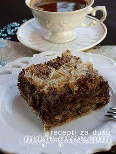 Potreban materijal: 3 jaja 1 jogurtska čaša šećera 1 kesica vanil šećera 1 čaša jogurta 1 kesica praška za pecivo 250gr mlevenog maka 1 čaša ulja 1/2 kg kora za pitu Priprema: Dobro umutiti jaja sa šećerom i vanilinim šećerom. Zatim dodati jogurt, prašak za pecivo i mleveni mak. Kad je sve dobro sjedinjeno dodati … Dessert Drinks, Desserts, Torte Recepti, Bosnian Recipes, Bee Cakes, Cake Decorating Techniques, Baked Oatmeal, Sweet And Salty, Macaroons