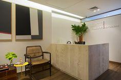 O projeto de interiores do Escritório SR ADV é de autoria do escritório R.A.P. Arquitetura e Interiores. WWW.BLANNK.COM.BR