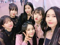 Gfriend at Golden Disk Award 2018 Cr: owner Kpop Girl Groups, Kpop Girls, Euna Kim, Korean Best Friends, Cloud Dancer, Golden Disk Awards, G Friend, Entertainment, Celebs