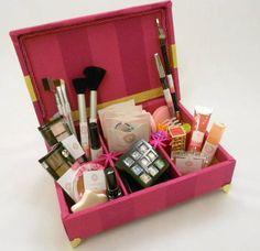 Caixa de maquiagem para festa de 15 anos - Tema Victória's Secret Incluso produtos e embalagens personalizadas. As meninas adoram!!!! R$ 126,00