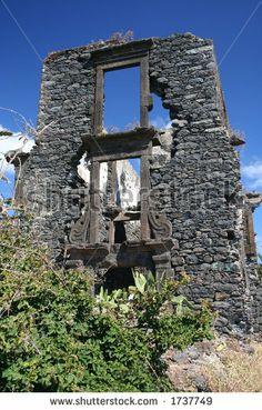 ruína velha ao longo da costa de Canico, Madeira - stock photo