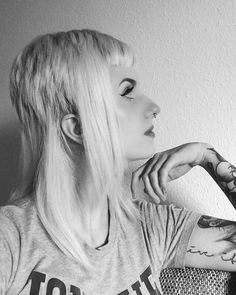 WEBSTA @ aurora_lunar - Don't trust a perfect person and don't trust a song… Chica Skinhead, Skinhead Girl, Skinhead Fashion, Girl Haircuts, Girl Hairstyles, Bad Hair, Hair Day, Skinhead Haircut, Short Hairstyles