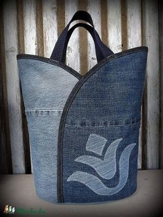 "Jeanstasche - ""Tulip - Dark and Bright"", Tasche, Satyar, Meska - Nähideen / Sewing - Bolsas Sacs Tote Bags, Sewing Jeans, Diy Sac, Jean Purses, Denim Purse, Recycled Denim, Patchwork Bags, Fabric Bags, Sew Bags"
