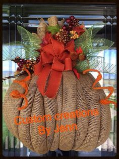 burlap pumpkin wreath by Decoaddictions on Etsy Burlap Projects, Burlap Crafts, Wreath Crafts, Diy Wreath, Fabric Wreath, Wreath Ideas, Deco Mesh Wreaths, Holiday Wreaths, Burlap Wreaths