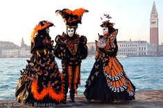 Monarch butterfly costumes at Carnival of Venice ~ Claudio Boaretto Venice Carnival Costumes, Venetian Carnival Masks, Carnival Of Venice, Monarch Butterfly Costume, Italian Masks, Venice Carnivale, Costume Carnaval, Carnival 2015, Halloween Masks