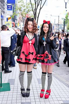 """""""pair look"""" (when friends dress in the same / similar outfits - it's kinda popular in Japan) ... no name / info given 