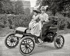 Znalezione obrazy dla zapytania kobiety automobil