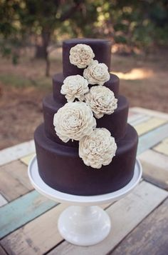 Gorgeous chocolate wedding cake {Photo: Sweet & Saucy Shop}