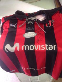 Estadio Morera Soto, 21 de octubre de 2014. Alajuelense 1 Cruz Azul 1, la Liga elimina al Campeon de CONCACAF y esta es la camisa que usa Pablo Gabas esa noche.