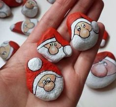 If you are looking for Diy Christmas Painted Rock Design Ideas, You come to the right place. Here are the Diy Christmas Painted Rock Design Ideas. Pebble Painting, Pebble Art, Stone Painting, Rock Painting Ideas Easy, Rock Painting Designs, Stone Crafts, Rock Crafts, Christmas Rock, Christmas Crafts