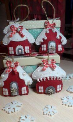 Выкройки игрушек и другое... Handmade Christmas Decorations, Felt Decorations, Felt Christmas Ornaments, Christmas Projects, Felt Crafts, Holiday Crafts, Christmas Makes, All Things Christmas, Homemade Christmas