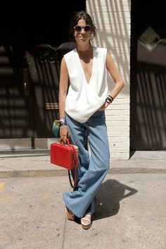 31 Perfect August Outfits to Get You Through the Rest of Summer>> The trend was huge on the runway this season. Work it into your wardrobe with some updated bell bottoms. August Outfits, Summer Outfits, Spring Summer Fashion, Summer 2015, Summer Chic, Leandra Medine, Look Fashion, Net Fashion, Street Chic