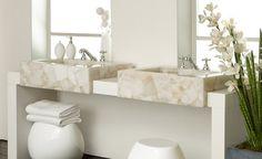 Kunststein Waschtische bestechen durch ihr Aussehen und ihre Qualität. Überzeugen Sie sich von den Kunststein Waschtischen die Ihr Bad schmücken werden.