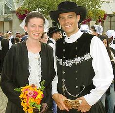 Breizh Ma Bro, Folk Clothing, People Of The World, Folklore, Traditional Outfits, Brittany, Celtic, Culture, Clothes For Women