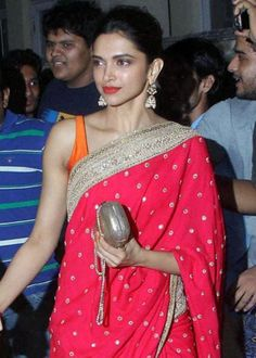 You must be excited about the Diwali Party and also worried about your Look for the tonight party.Get some ideas from the Top 10 Diwali Look. Deepika Padukone Saree, Saree Draping Styles, Beautiful Girl Indian, Indian Film Actress, Indian Outfits, Indian Clothes, Modern Man, Beauty Queens, Indian Wear