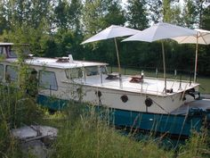 Kate Hill's Julia Hoyt river barge in Agen, France