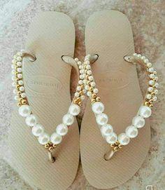 Crochet slippers diy flip flops Ideas for 2019 Beaded Shoes, Beaded Sandals, Crochet Shoes, Crochet Slippers, Diy Crochet, Flip Flop Craft, Flip Flops Diy, Bridal Flip Flops, Decorating Flip Flops