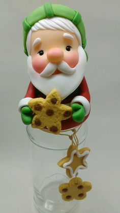 Potes de vidro de papai noel no Elo7 | Biscuit da Fê (AE5CAC) Polymer Clay Sculptures, Sculpture Clay, Polymer Clay Art, Diy Clay, Clay Crafts, Diy And Crafts, Polymer Clay Halloween, Polymer Clay Christmas, Biscuits
